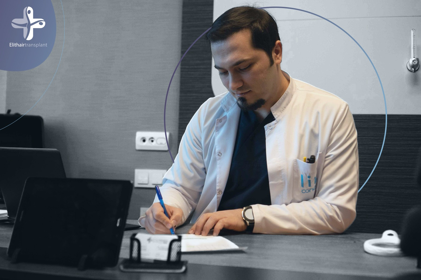 Dr.-Balwi-bei-der-Untersuchung