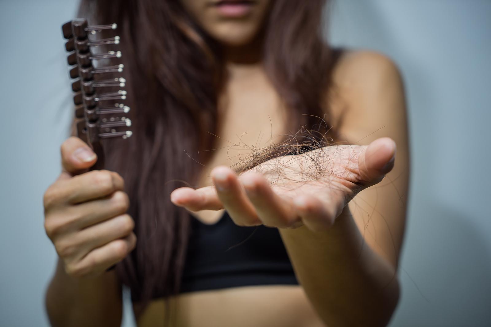 Fallen die transplantierten Haare aus, handelt es sich um einen natürlichen Prozess