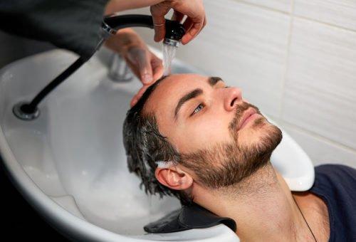 Haarausfall beim Waschen: Was ist die Ursache?